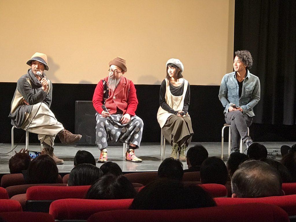 上映後トークショーをする、高木聡監督、小西玲太朗さん、結城貴史さん、広澤草さん