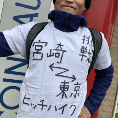 オリジナルTシャツを身にまとうジョジョ松木
